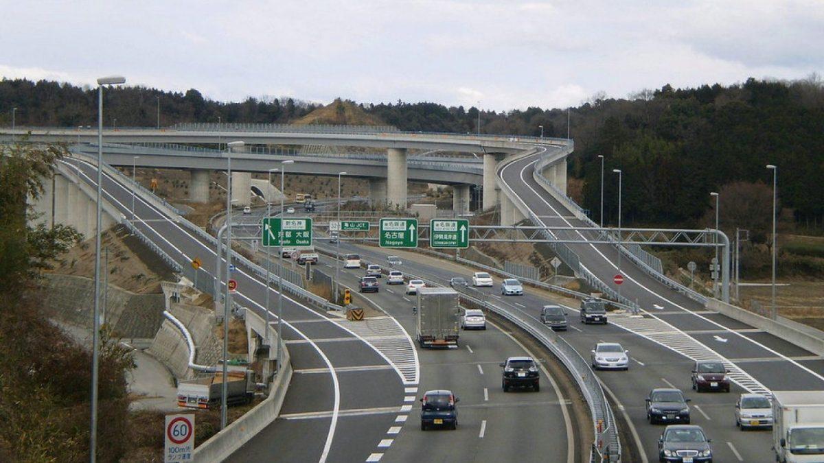 قواعد القيادة بشبكات الطرق في إيطاليا
